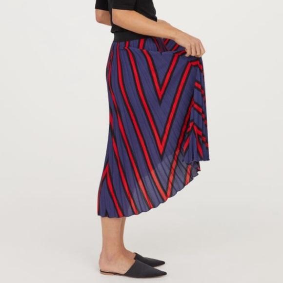 H&M Dresses & Skirts - H&M pleated skirt